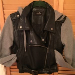 Cool motorcycle jacket with knit sleeves kids  !